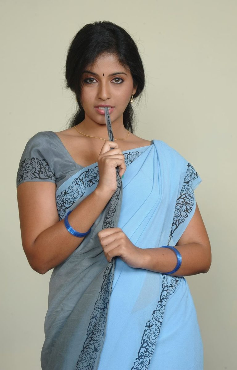 Actress Anjali Looking Sexy In Saree