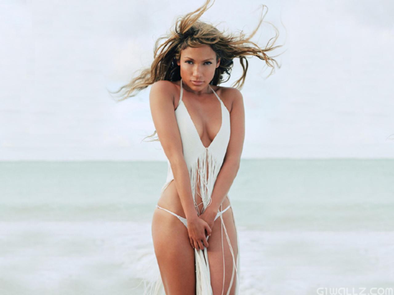Jennifer Lopez beach pic