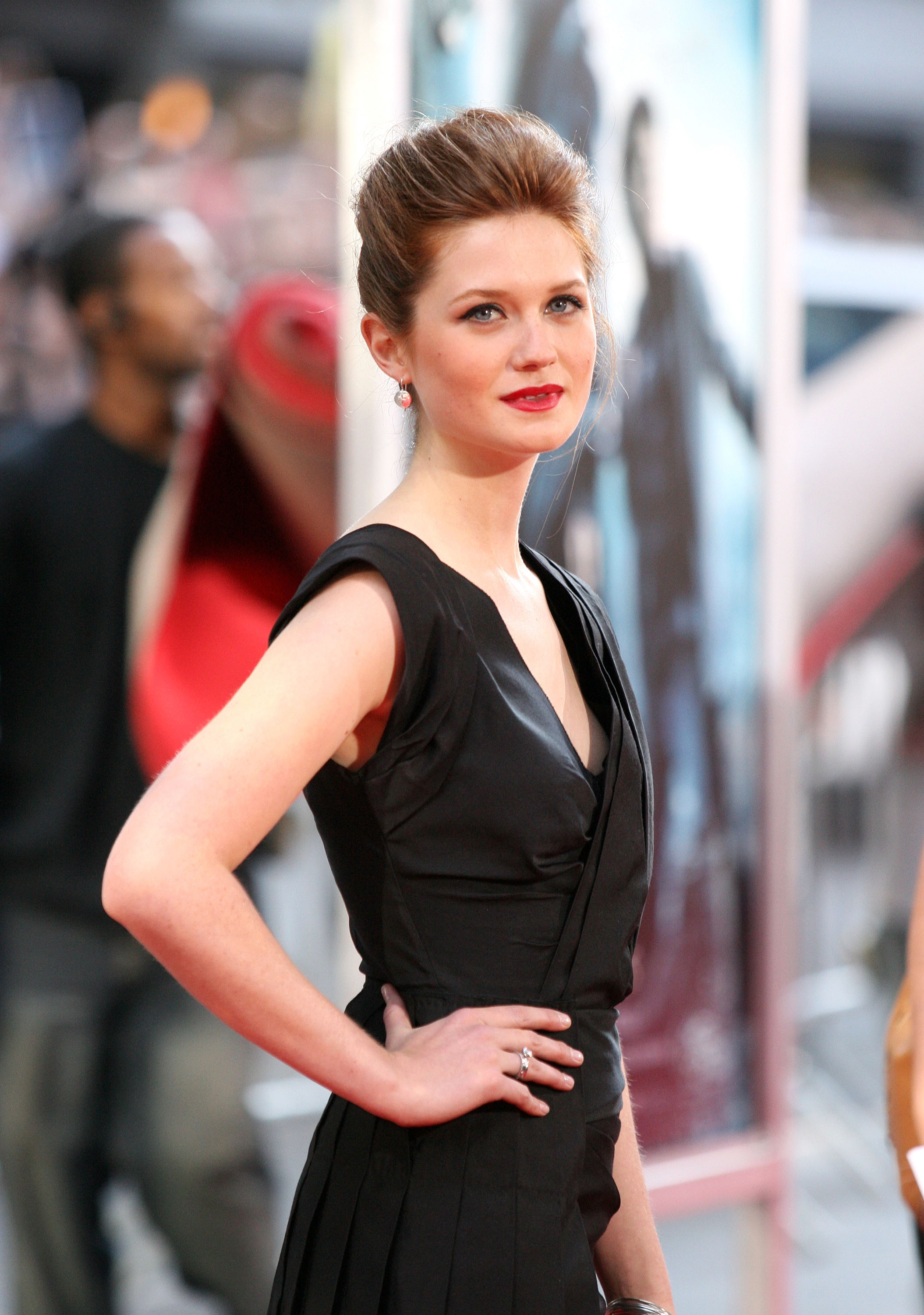 Bonnie Wright Hot Bikini Photos, Sizzling Cleavage Topless Image Wallpapers - Photoclickz-8408